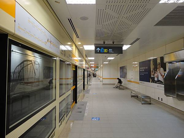 台北橋站月台層