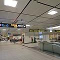 東門站通車首日的大廳層