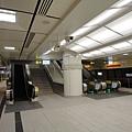東門站的上層月台