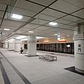 東門站底層月台