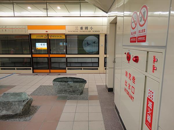 三重國小站的月台