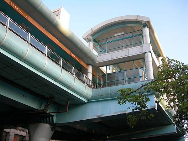 科技大樓站的外觀