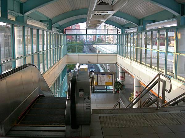 科技大樓站的電扶梯