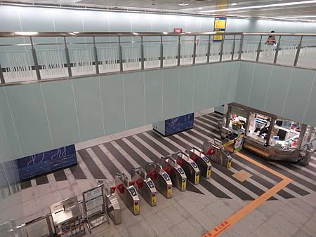南港展覽館站的挑高區.JPG