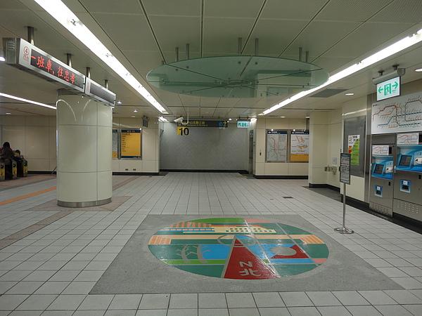 民權西路站新莊線的大廳層