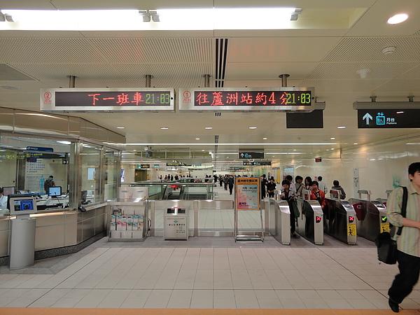 徐匯中學站的大廳層