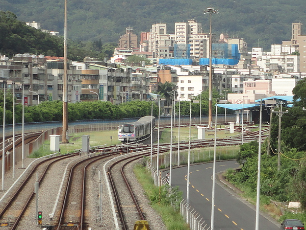 安全的欣賞381型列車(1)