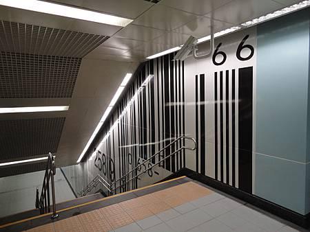 南港展覽館5號出口附近的條碼藝術.JPG
