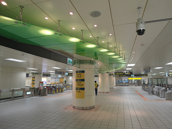 松江南京站的大廳
