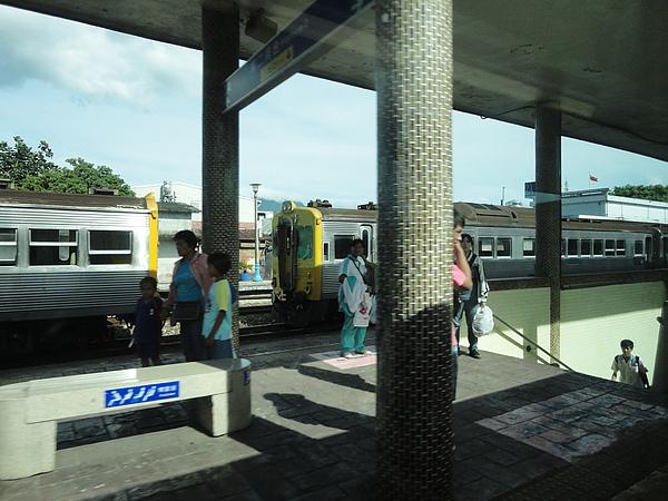 在玉里站遇見光華號列車(2)