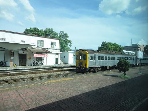 在玉里站遇見光華號列車