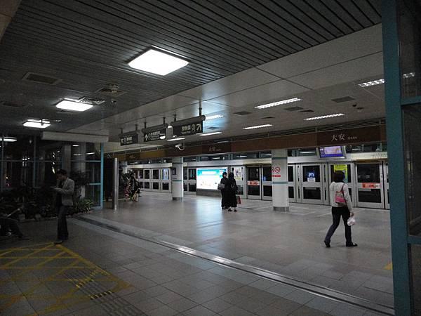 大安站的月台層(1)