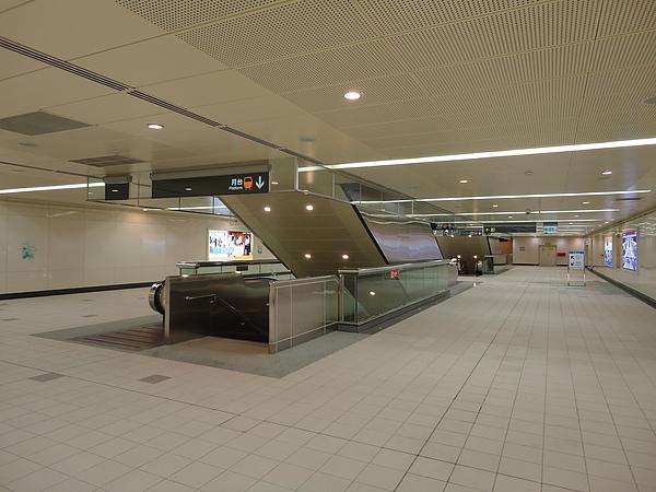 徐匯中學站未來與環狀線相接的穿堂層