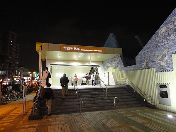 徐匯中學站出口1