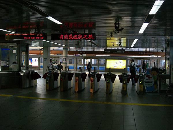 科技大樓站的收費閘門