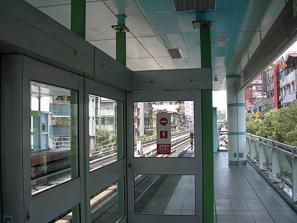 麟光站的月台