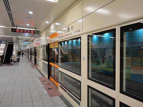 中山國小站的月台