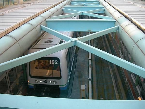 列車進科技大樓站