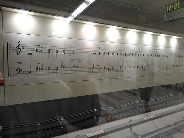 牆壁上的樂譜