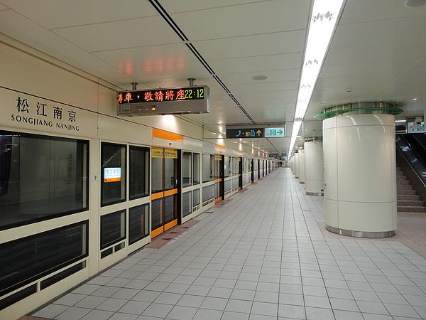 浩瀚無窮的松江南京站月台