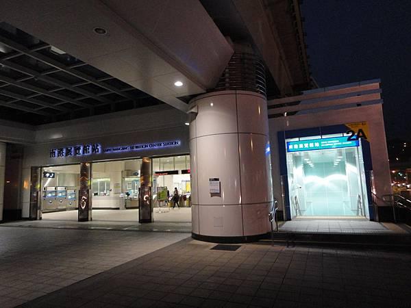 南港展覽館站2與2A出口.JPG