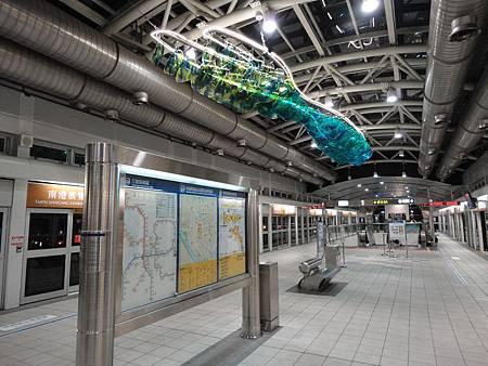 南港展覽館站文湖線的月台.JPG