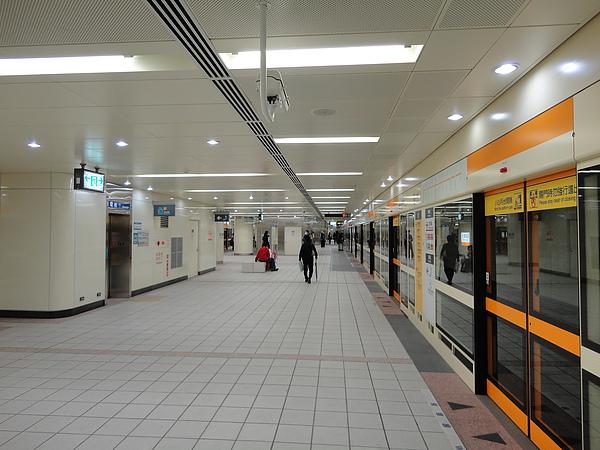民權西路站新莊線的月台層