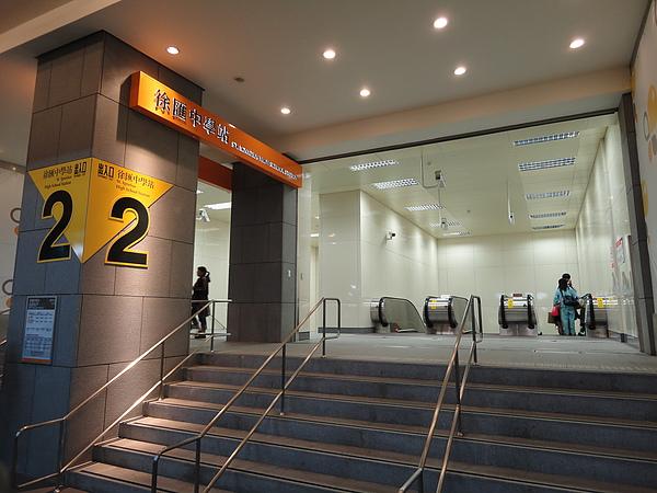 徐匯中學站出口2