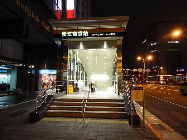 松江南京站的出口