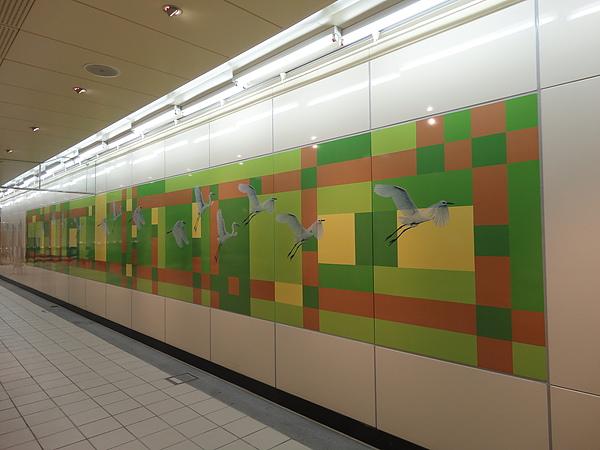 三重國小站的公共藝術《飛越花圃》