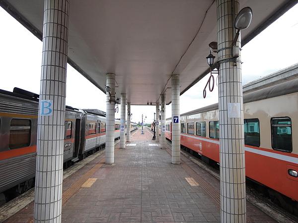 關山站的月台(1)