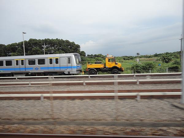 剛好看到381型列車