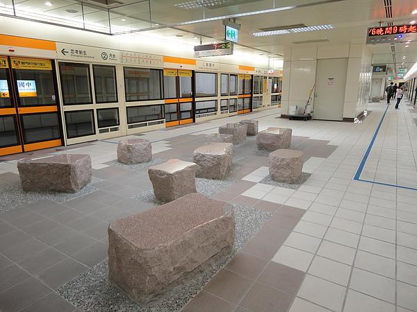 三和國中站的月台層