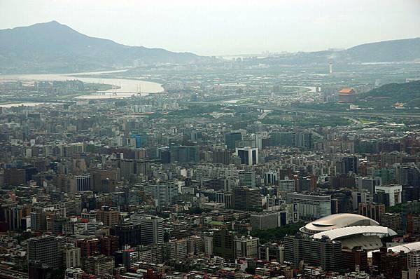 右下方是台北小巨蛋
