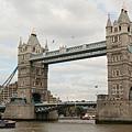 1894年建造的吊橋,全長80.5m水面距離橋面