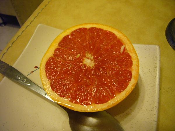 對剖的葡萄柚.JPG
