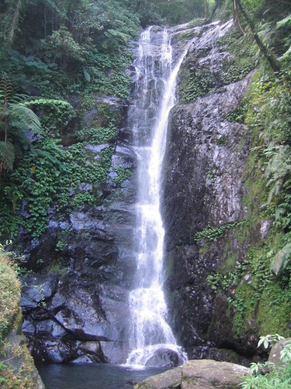 桶後溪路邊瀑布