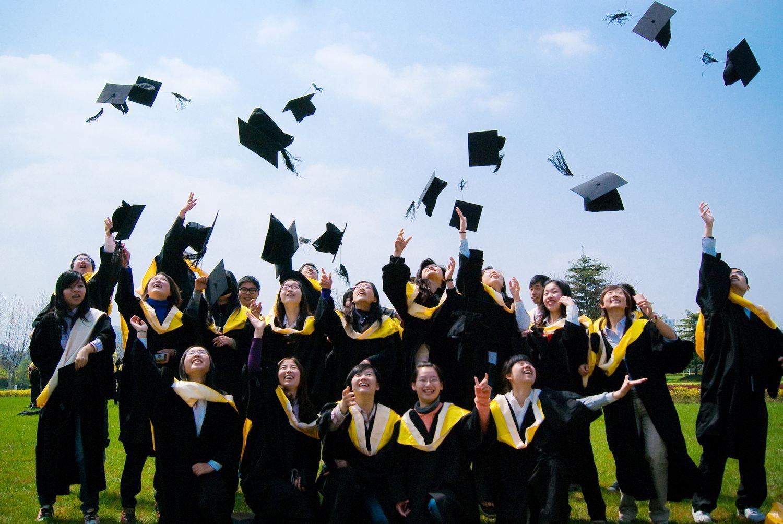 畢業典禮丟帽子