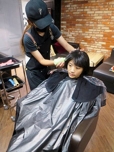 Red Circle HAIR SALON & BAR 13.jpg