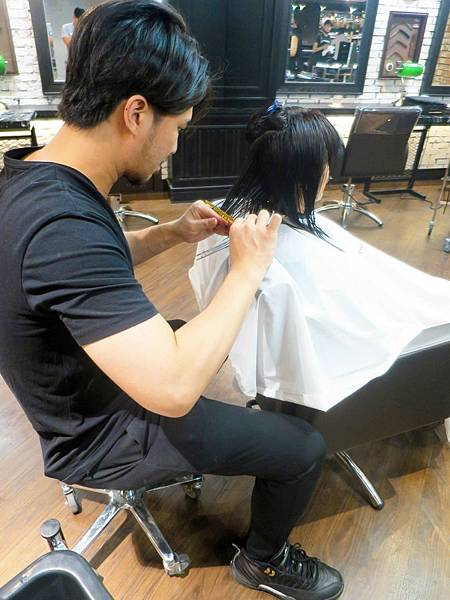 Red Circle HAIR SALON & BAR 18.jpg