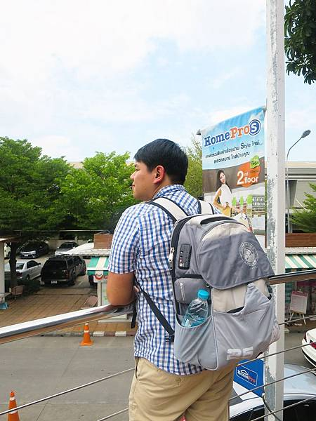 英國獅王旅行防盜背包 (25).JPG