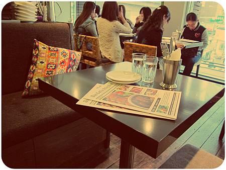 咖啡弄用餐空間