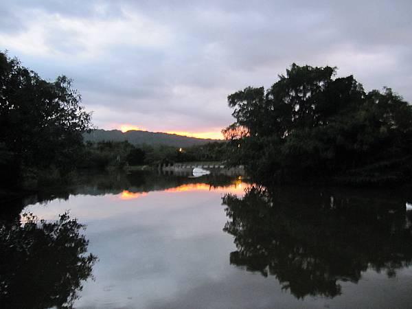 高美館人工湖