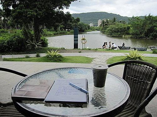 攝於高美館湖邊附設咖啡座