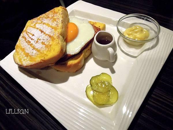 羅浮肉蛋布丁吐司(附太陽蛋)