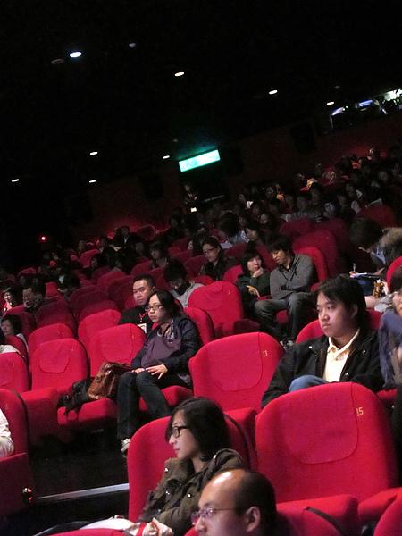 很開心有這麼多觀眾留下來參加映後座談
