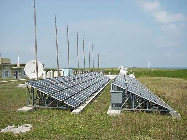 東吉氣象站的太陽能發電光板