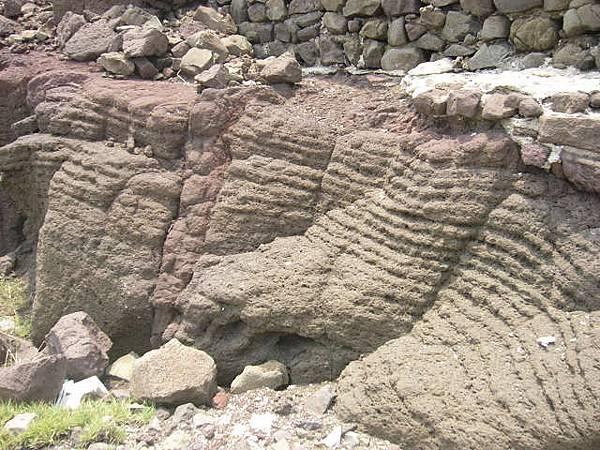 層狀熔岩流的玄武岩