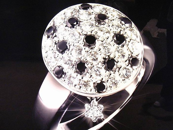 DIAMOND(廣告看板)