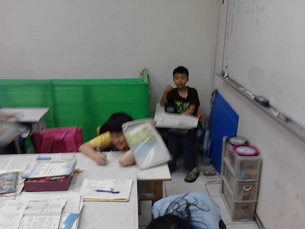 2011年0617優仕安親班彭浩維與班劉晏佐